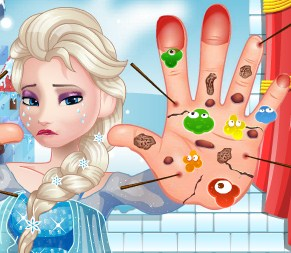 Play Elsa Foot Doctor Game